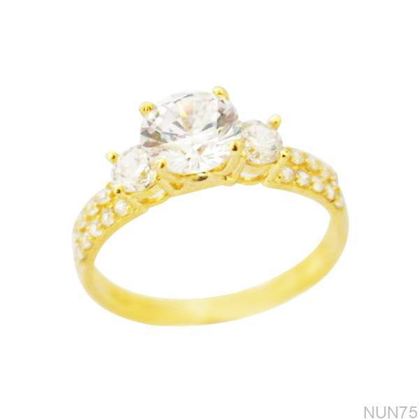 NUN75 Nhẫn đính hôn vàng vàng 18k 3 viên CZ