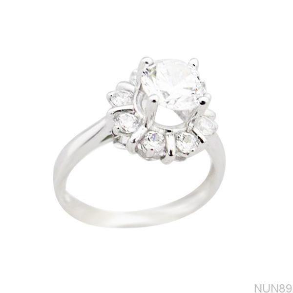 NUN89 Nhẫn đính hôn vàng trắng