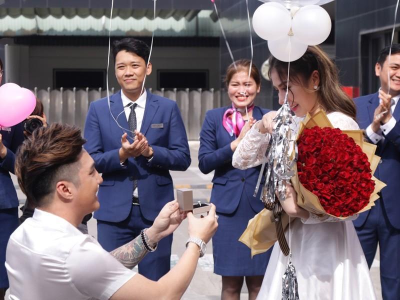 Lâm Chấn Khang bất ngờ cầu hôn bạn gái