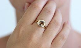 Cầu hôn đeo nhẫn ngón nào?