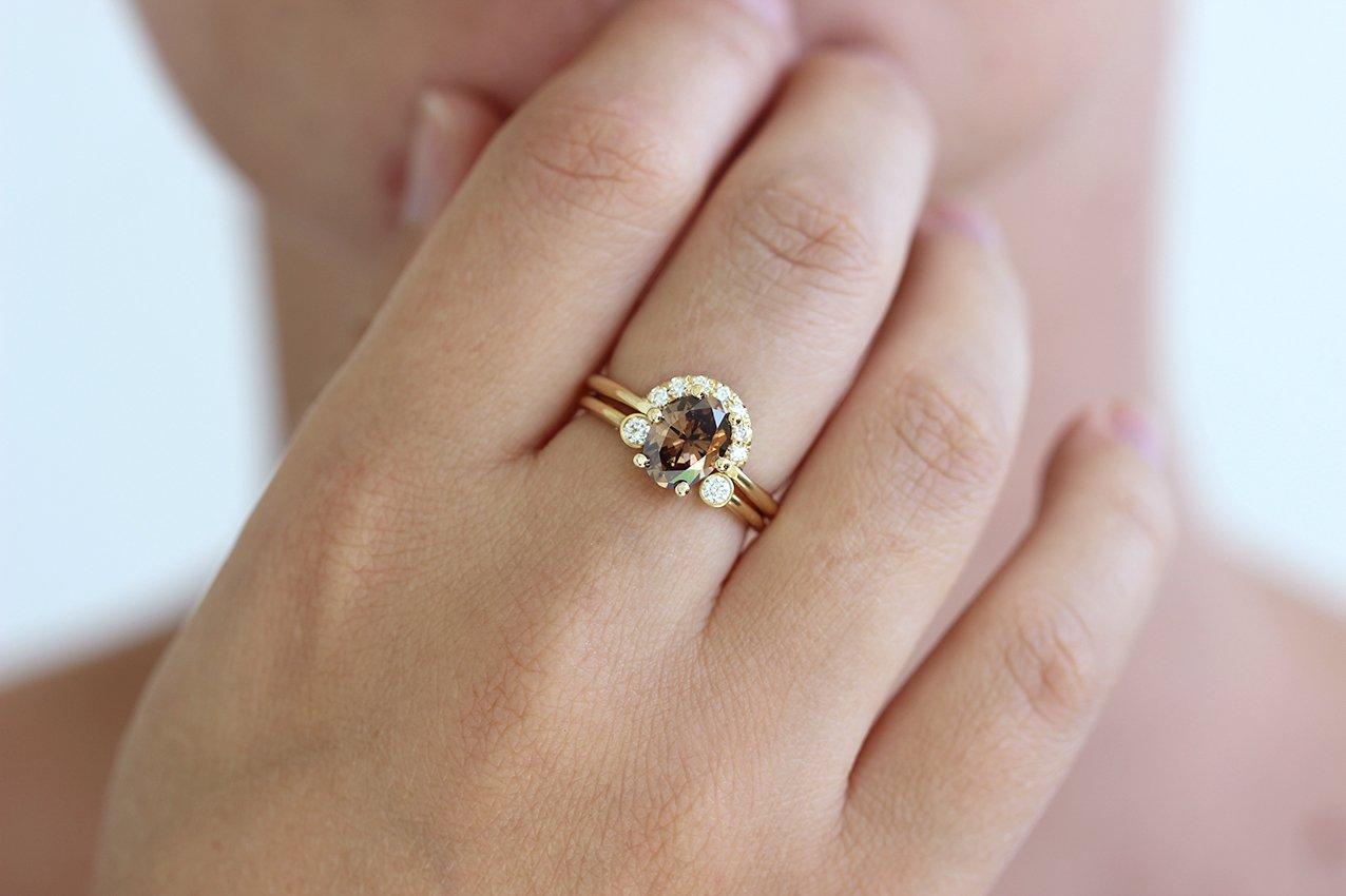 cầu hôn đeo nhẫn ngón nào