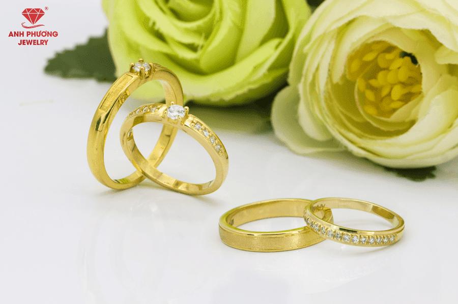 Đặt Nhẫn cưới vàng vàng