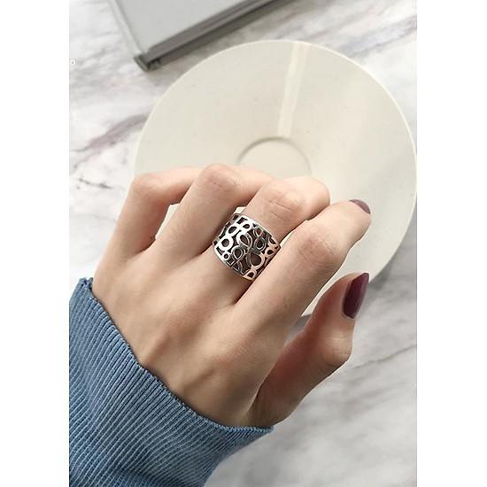 Một số cách biến tấu độc đáo và khác biệt khi đeo nhẫn nữ