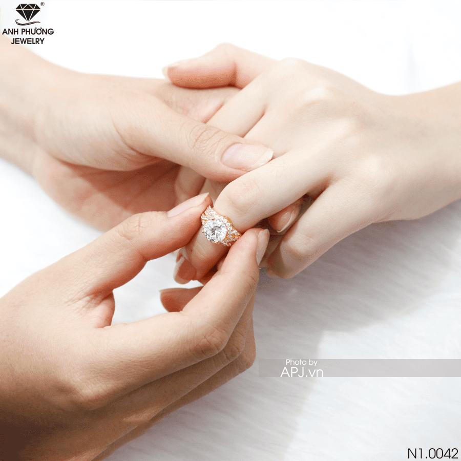 N1.0042 Nhẫn đính hôn vàng tuyệt đẹp