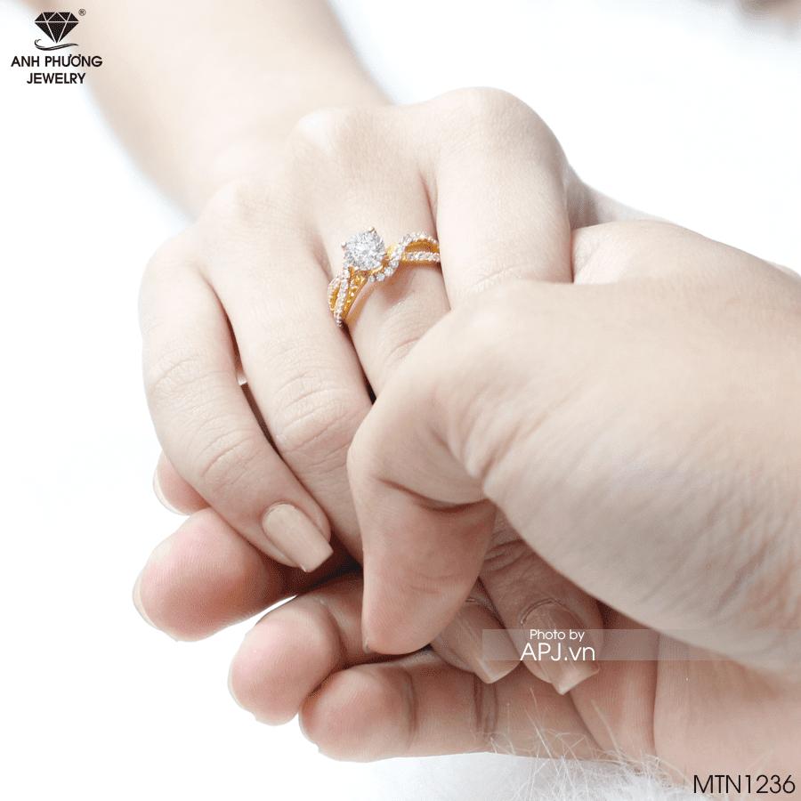 Nhẫn cầu hôn MTN326