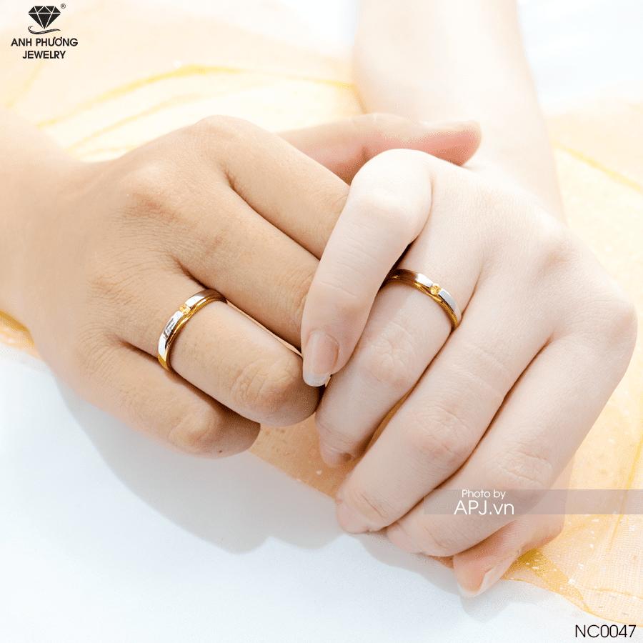 Nhẫn cưới thiết kế hai màu vàng