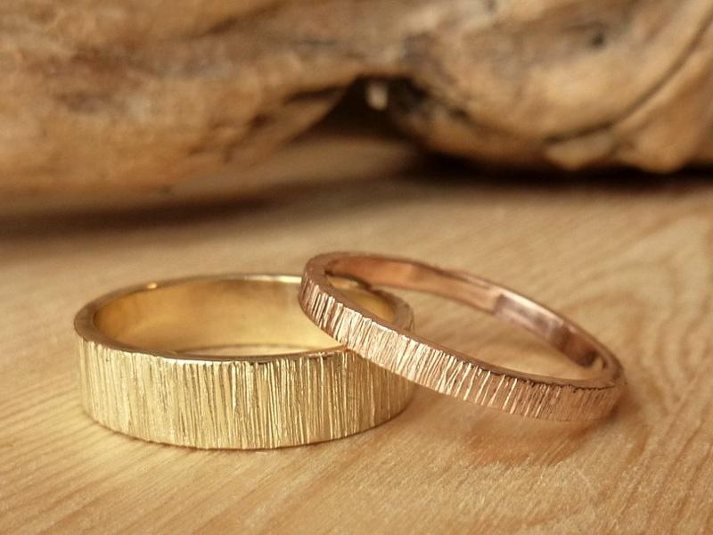 Nên mua nhẫn cưới vàng ta hay vàng tây?