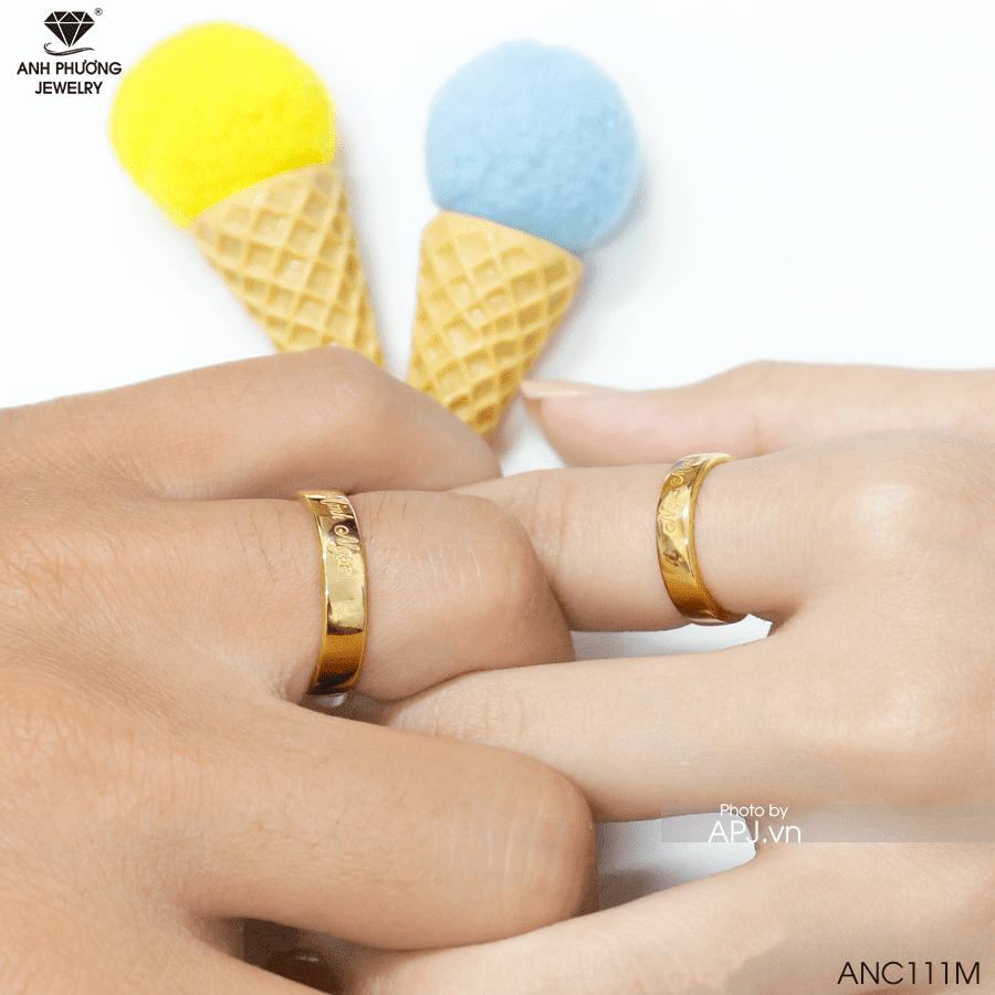 Nhẫn đính hôn đeo ngón nào phù hợp