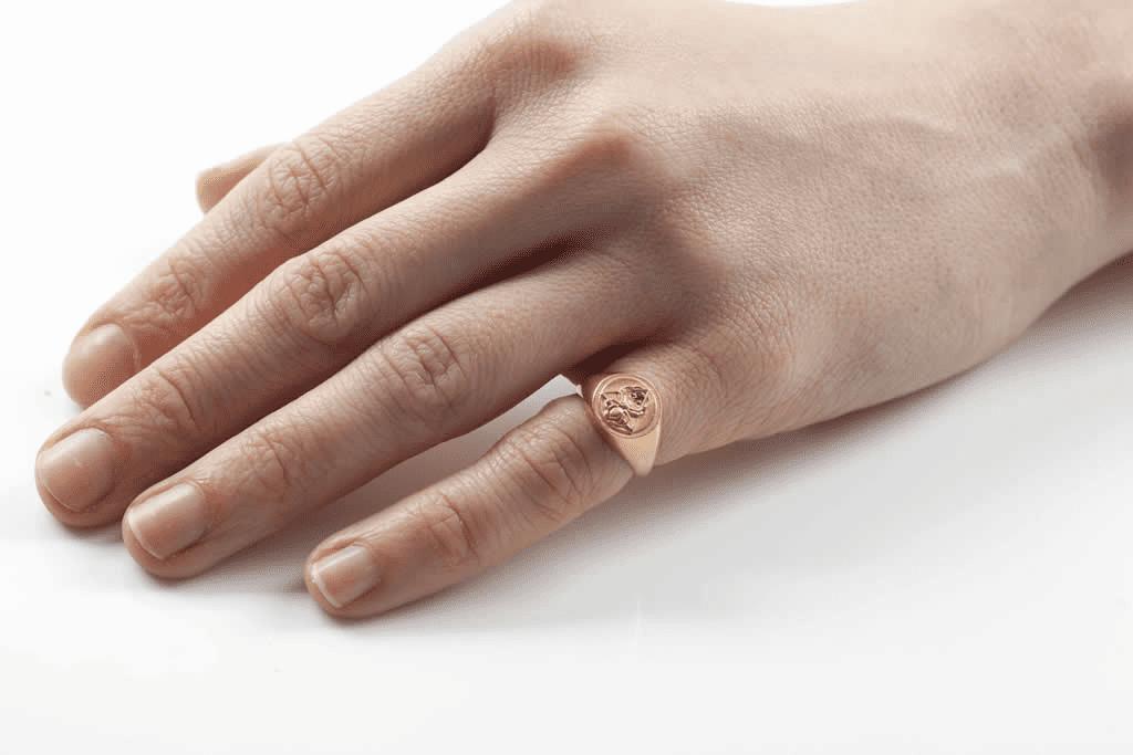Ý nghĩa nhẫn nam đeo ngón út