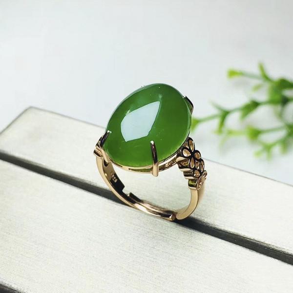Các phong cách nhẫn nữ hột xanh lá cây đẹp