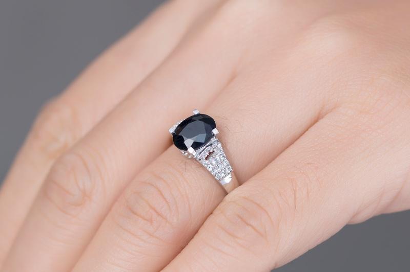 Những mẫu nhẫn nữ mặt đá đen đẹp