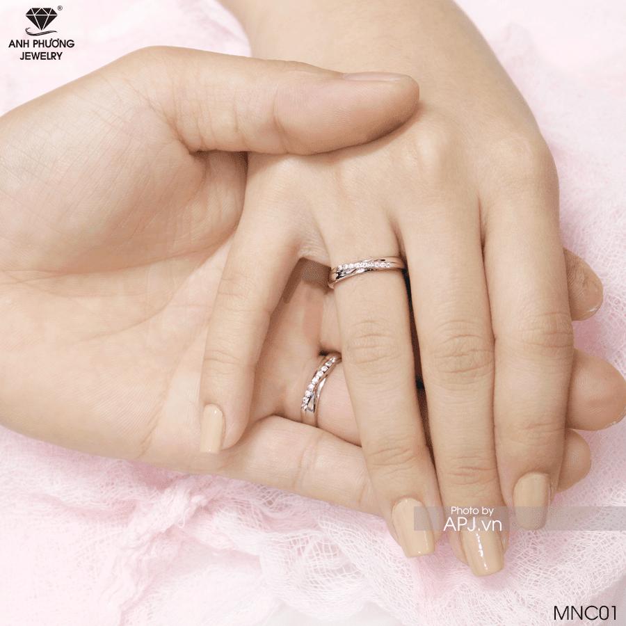 Nhẫn cưới online vàng trắng MNC01