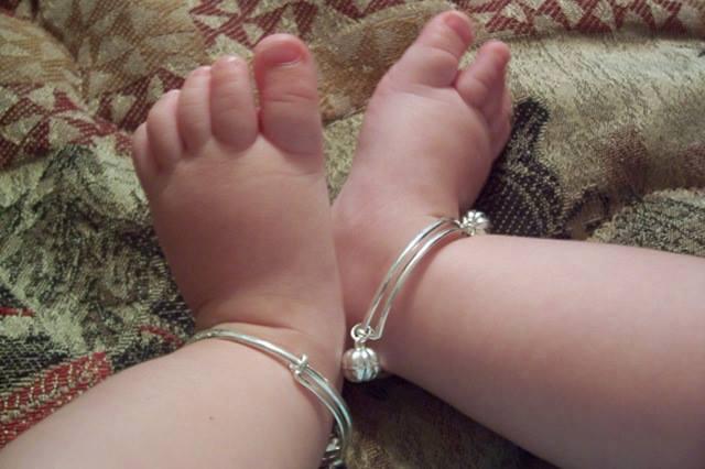 Mẫu lắc chân cho bé đẹp và dễ thương 1