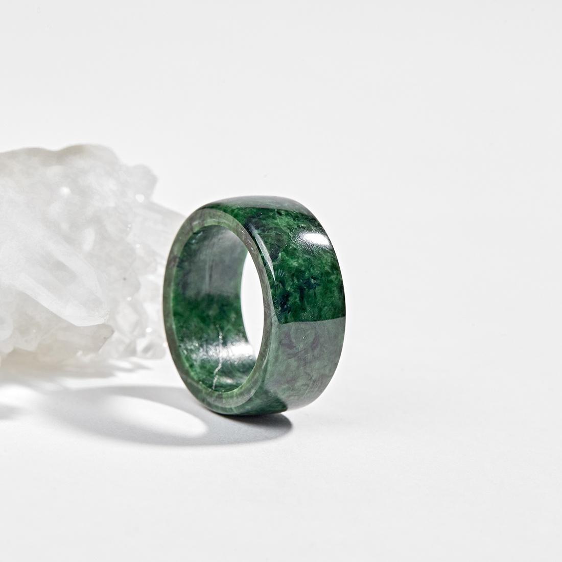 Nhẫn cẩm thạch nữ có ý nghĩa gì? - 1