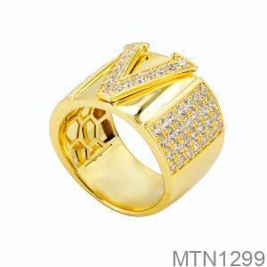 Nhẫn Nam Chữ V Vàng Vàng 18K Đá Trắng - MTN1299