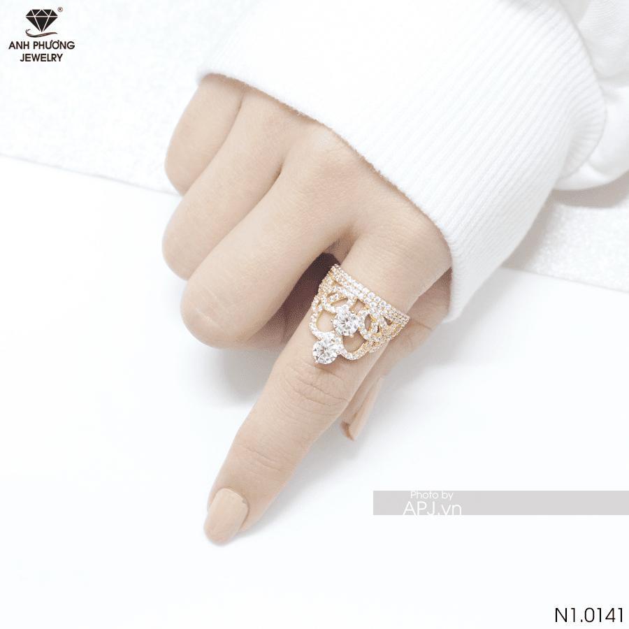 nhẫn nữ đeo ngón trỏ