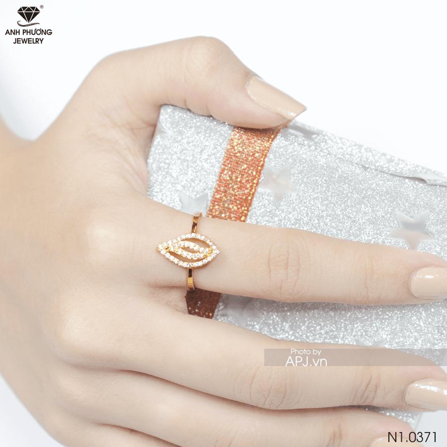 nhẫn nữ đeo ngón trỏ đẹp