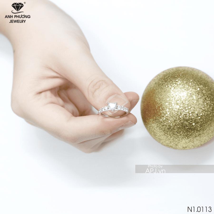 Nhẫn kiểu nữ APJ vàng trắng N1.0113