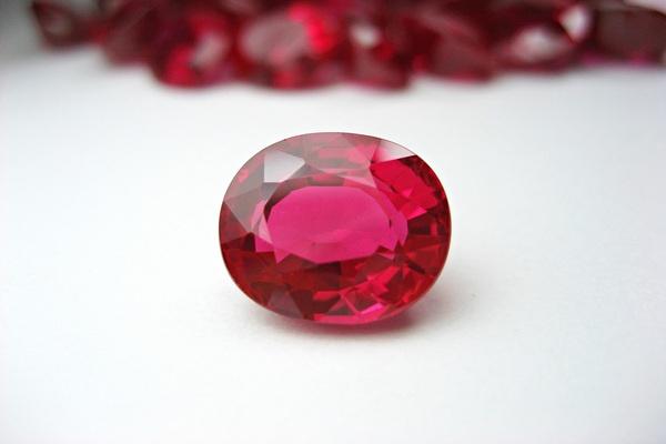 Đá Ruby tự nhiên có màu gì?