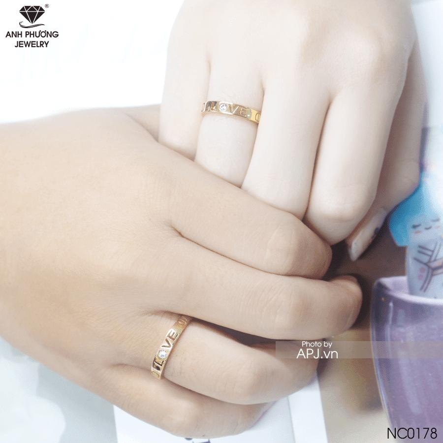 Nữ đeo nhẫn cưới tay trái được không?