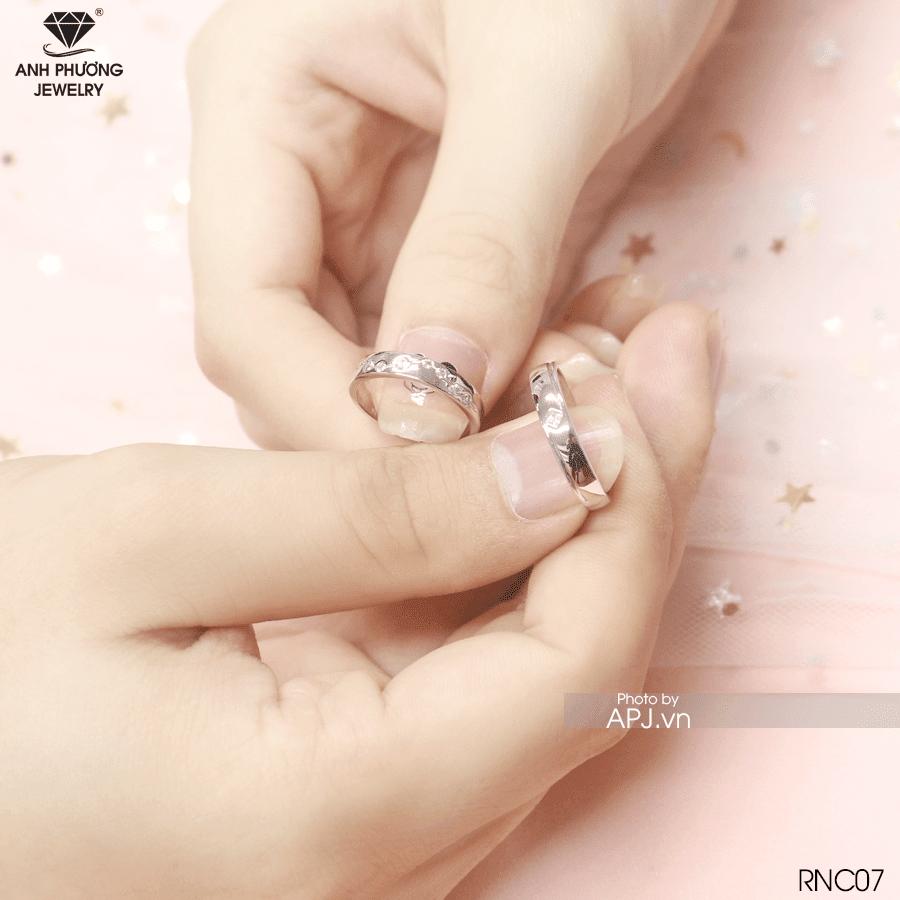 Nhẫn cưới vàng trắng RNC07