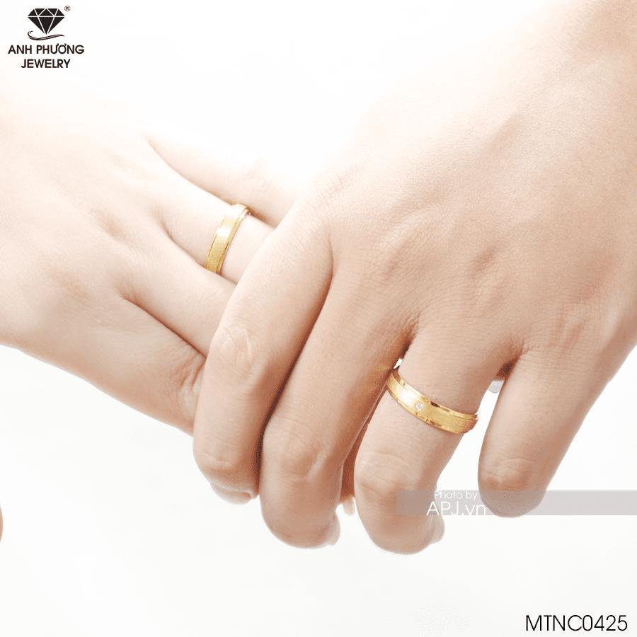 nhẫn cưới vàng vàng